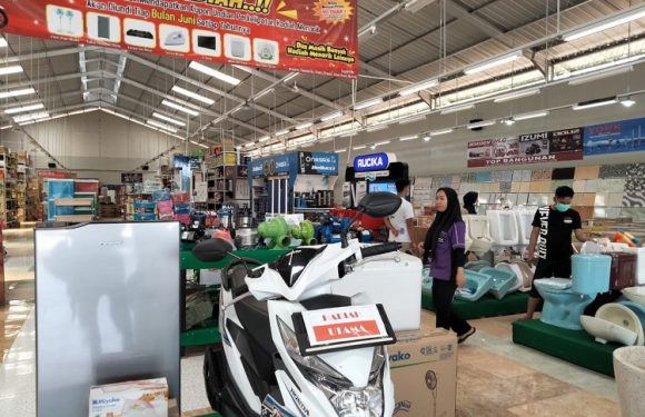 Belanja Di Top Bangunan Modern Market Dapat Motor