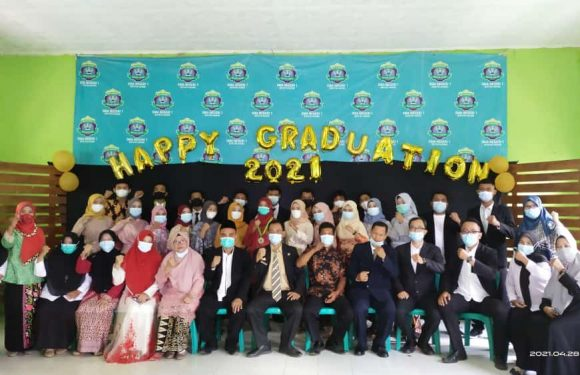 Pelepasan 330 Siswa SMAN 1 Seputihagung,Terpilih Enam Siswi Berprestasi