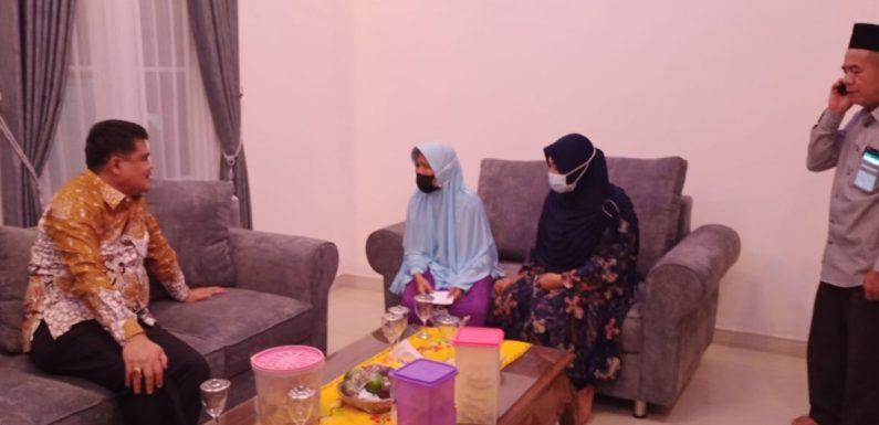 Nenek Ini Menangis saat Bertemu Sosok Bupati Musa Ahmad