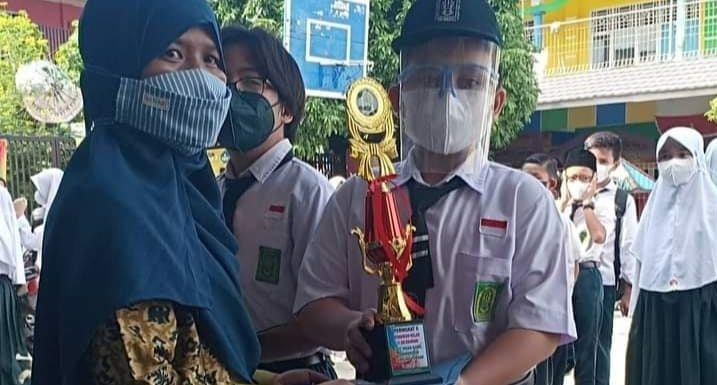 Luluskan 90 Siswa, SD IT Insan Kamil Bandarjaya Beri Penghargaan Siswa Hafidz Qur'an